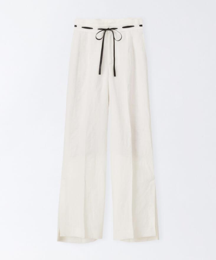 w/WHITE PANTS
